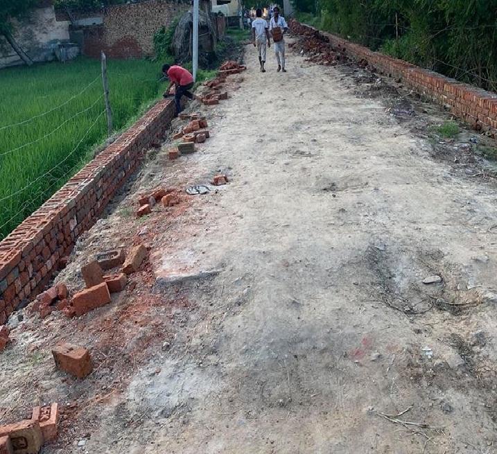 सोतई गांव के सभी सम्मानित ग्राम वासियों,गांव सोतई से बहबलपुर जाने वाला मुख्य रास्ता जोकि सीवर लाइन डालने की वजह से खोदना पढ़ा था अब इस रास्ते का निर्माण कार्य जोरों पर है और जल्दी से जल्द इस रास्ते का काम पूरा भी हो जाएगा। गांव की सभी छोटी से बड़ी समस्या का जल्दी से जल्दी समाधान कर दिया जाएगा :-सोनू रावत (सरपंच पुत्र )