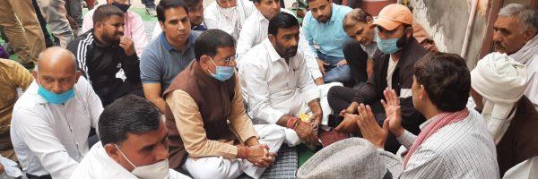 दिवंगत निकिता तोमर के परिजनों को सांत्वना देने पहुंचे तिगांव विधायक राजेश नागर