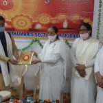 ब्रह्मकुमारी केंद्र में दीपावली मिलन समारोह में मौजूद विधायक राजेश नागर का सम्मान करती साधिकाएं